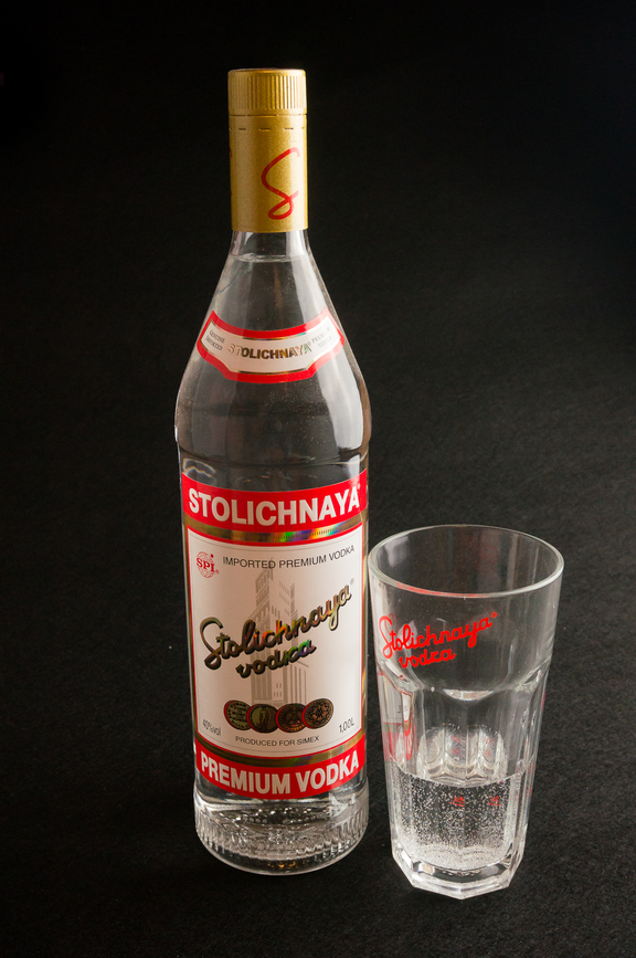 Conalco-Stolichnaya-mit-Glas56a8a402460e5