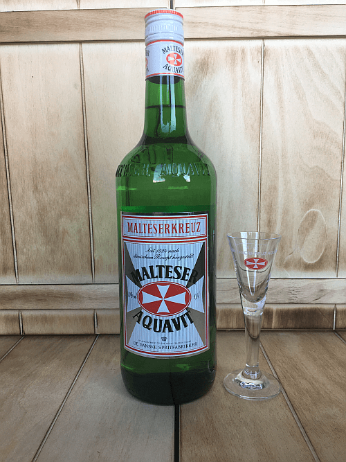 Malteser mit Glas