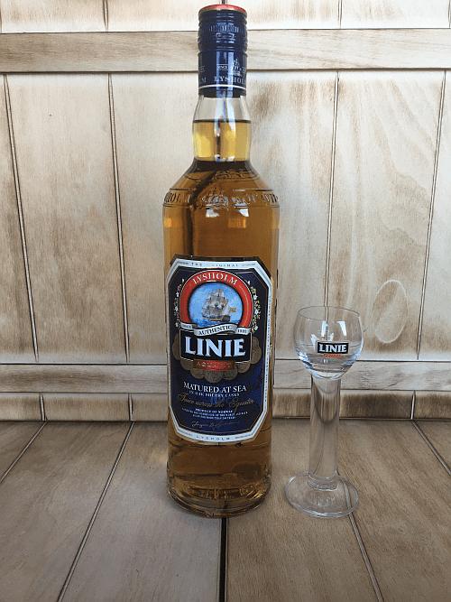 Linie Aquavit mit Glas