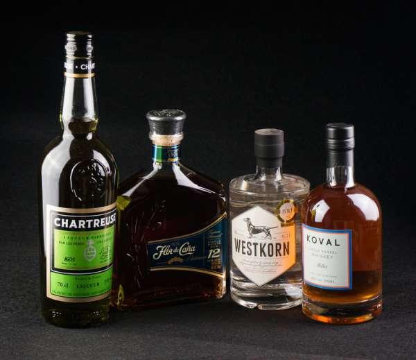 Conalco-schone-Spirituosenflaschen