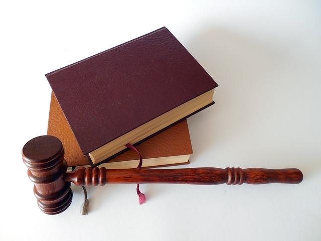 Gesetz und Hammer